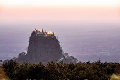 Tempio di Buddha nell'alba di tramonto immagini stock libere da diritti