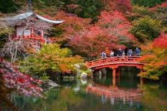 Tempio di Daigo-ji con gli alberi di acero variopinti Fotografie Stock
