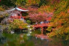 Tempio di Daigo-ji con gli alberi di acero variopinti in autunno, Kyoto Fotografie Stock