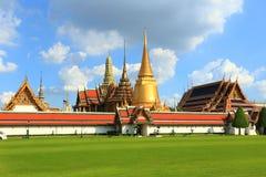 Tempio di Emerald Buddha; nome ufficiale completo Wat Phra Si Rattana Satsadaram a Bangkok, Tailandia Immagine Stock