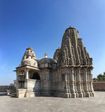 Tempio di induismo nella fortificazione del kumbhalgarh Immagine Stock