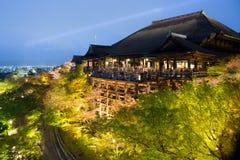 Tempio di Kiyomizu alla notte nel Giappone Fotografie Stock Libere da Diritti
