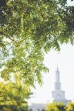 Tempio di LDS nel fondo Fotografia Stock Libera da Diritti