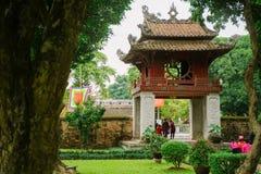 Tempio di letteratura nella città di Hanoi, Vietnam fotografia stock