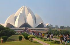 Tempio di Lotus con una linea di pellegrini, Nuova Delhi, India Immagine Stock Libera da Diritti