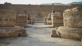 Tempio di Medinet Habu L'Egitto, Luxor Il tempio mortuario di Ramesses III a Medinet Habu è un nuovo struc importante di periodo  stock footage
