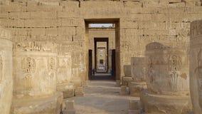 Tempio di Medinet Habu L'Egitto, Luxor Il tempio mortuario di Ramesses III a Medinet Habu è un nuovo struc importante di periodo  archivi video