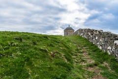Tempio di Mussenden, linea costiera dell'Irlanda del Nord fotografia stock