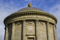 Tempio di Mussenden sul Demesne in discesa sulla costa del nord dell'Irlanda in contea Londonderry fotografia stock
