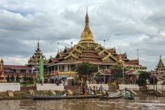 Tempio di Phaung Dow Oo - lago Inle - Myanmar Fotografia Stock Libera da Diritti