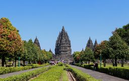 Tempio di Prambanan vicino a Yogyakarta sull'isola Indonesia di Java fotografia stock libera da diritti