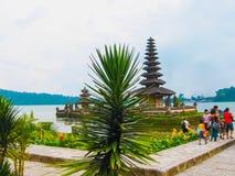 Tempio di Pura Ulan Danu Beratan Water in Bali Fotografia Stock Libera da Diritti
