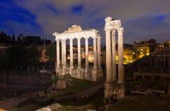 Tempio di Saturn e di forum Romanum a Roma Fotografie Stock Libere da Diritti