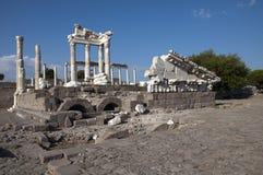 Tempio di Traiano a Pergamos immagine stock