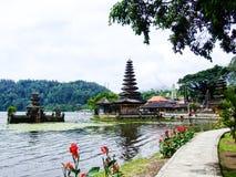 Tempio di Ulun Danu Beratan, il tempio indù immagini stock