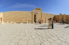 Tempio di visita dei turisti di Hatshepsut Luxor Egypt Fotografia Stock