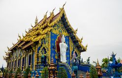 Tempio di Wat Rong Suea Ten Blue in Chiang Rai, Tailandia immagine stock libera da diritti