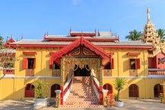Tempio di Wat Si Chum, bello monastero decorato nello stile di Lanna e del Myanmar a Lampang, Tailandia immagine stock libera da diritti