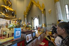 Tempio di Wat Traimit a Bangkok Immagini Stock