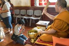 Tempio di Wat Traimit a Bangkok Immagine Stock