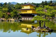 Tempio dorato di Kinkakuji del padiglione al Giappone Fotografia Stock