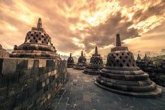 Tempio drammatico di Borobudur di tramonto al tramonto Yogyakarta, Java, Indonesia immagini stock