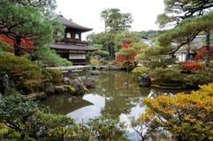 Tempio e lago di Kyoto Fotografie Stock Libere da Diritti