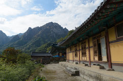 Tempio e montagna Fotografie Stock