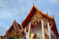 Tempio e portone tailandesi comuni Immagine Stock Libera da Diritti