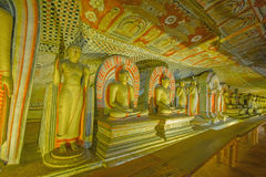 Tempio e statue dorati della caverna di Dambulla da 12 secoli Fotografia Stock