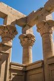 Tempio ed isola di Philae nel bacino idrico della diga bassa di Assuan, a valle della diga di Assuan e del lago Nasser, l'Egitto immagine stock