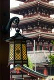 Tempio giapponese rosso di Sensoji-ji in Asakusa, Tokyo, Giappone Fotografia Stock Libera da Diritti