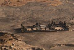 Tempio indù Pura Luhur Poten al piede di Volcano Bromo attiva nelle prime ore del mattino al parco nazionale di Tengger Semeru Immagine Stock Libera da Diritti
