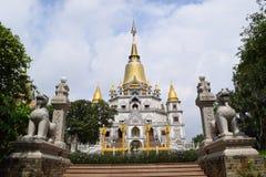 Tempio lungo di Buu nella città di Ho Chi Minh, Vietnam Fotografie Stock