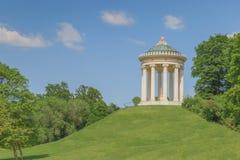 Tempio nel giardino inglese, Baviera di Monaco di Baviera, Germania di Monopteros Immagine Stock Libera da Diritti