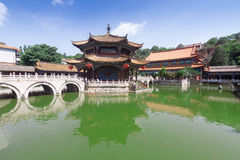 Tempio nel giorno soleggiato, capitale di Yuantong Kunming di Kunming di Yu Fotografia Stock