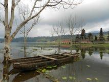 Tempio nel lago Immagine Stock