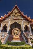Tempio reale di stile tailandese sul blu isolato Immagine Stock