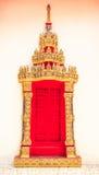 Tempio rosso della porta Fotografia Stock