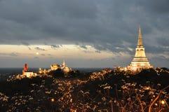 Tempio sulla cima della montagna a Khao Wang Palace durante il festival, Petc Immagine Stock