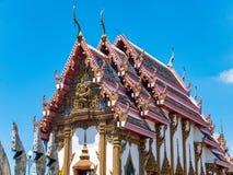 Tempio tailandese contro cielo blu Fotografia Stock Libera da Diritti