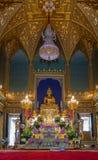 Tempio tailandese del bello interno con la statua dorata di Buddha fotografie stock