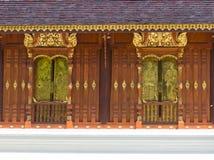 Tempio tailandese della finestra di arte dell'oro immagine stock