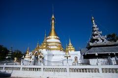 Tempio in Tailandia del Nord. Immagine Stock