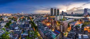 Tempio in Tailandia e città Immagini Stock Libere da Diritti