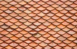 Tempio in vecchio natu della superficie del fondo di struttura del tetto di mattonelle della Tailandia Fotografie Stock