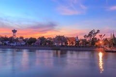 Tempio vicino a Chao Phraya River Fotografia Stock Libera da Diritti