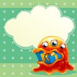 有一件礼物的一个妖怪在嘴和一空的云彩templa里面 免版税库存图片