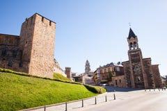 Templar城堡和圣安德烈斯教会在蓬费拉达,西班牙 免版税库存照片