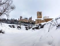 Templariusza kościół Veracruz i Alcazar Segovia w Hiszpania, zima wjazd dokąd boże narodzenia mogą wydający wśrodku Iberyjskiego  obrazy royalty free